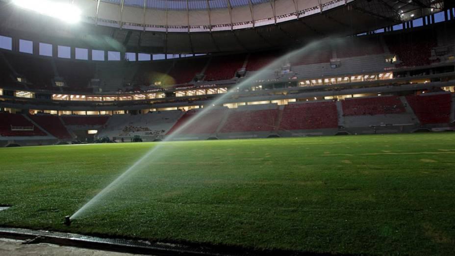 Finalizado o plantio do gramado do Estádio Nacional de Brasília, em maio de 2013