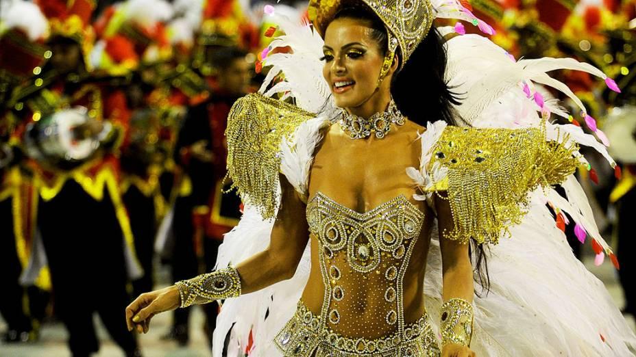 A rainha da bateria da Grande Rio, Carla Prata, durante o desfile da escola