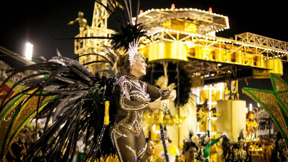Suzana Vieira um dos destaques da Grande Rio durante desfile na Marquês de Sapucaí