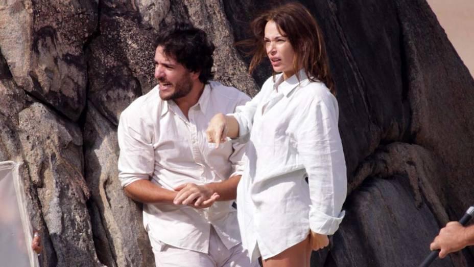 Carolina Ferraz e Rodrigo Lombardi durante as gravações de O Astro, no Rio de Janeiro