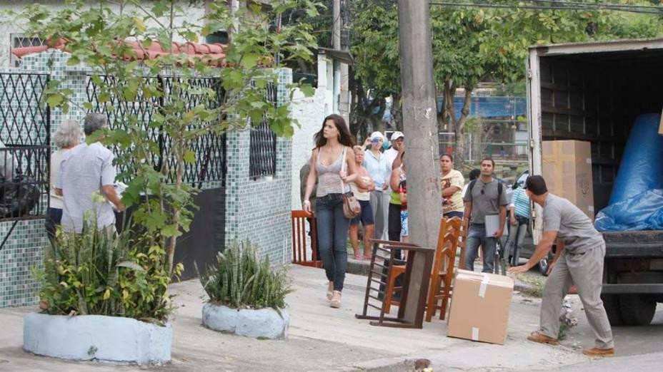 Alinne Moraes durante gravação da novela <em>O Astro</em> no bairro Taquara, Rio. Ela será uma ex-taxista e manicure