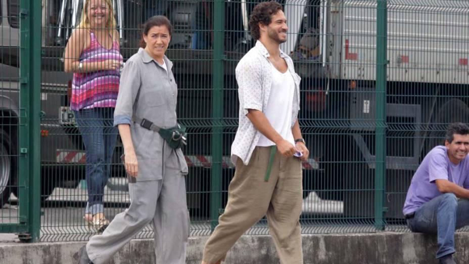 Lilia Cabral e Paulo Rocha durante gravação na Barra da Tijuca