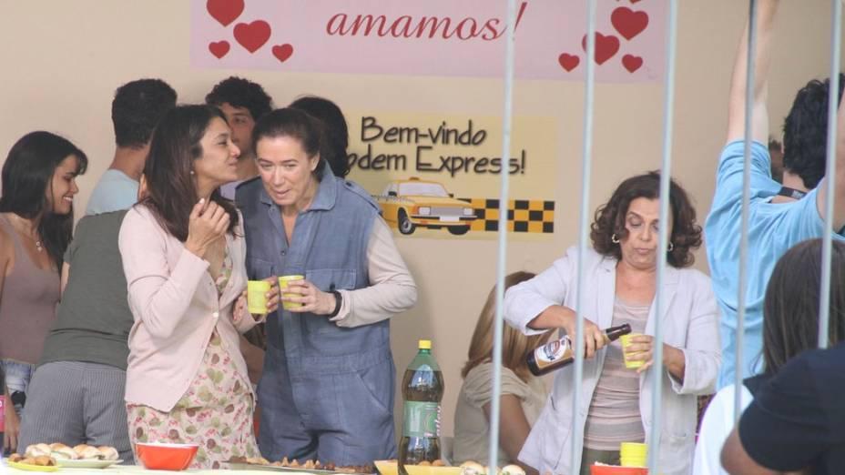 Dira Paes e Lilia Cabral durante gravação na Barra da Tijuca, Rio de Janeiro