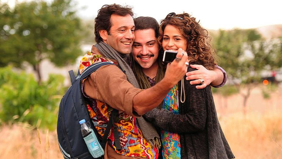 Zyah (Domingos Montagner), Demir (Tiago Abravanel) e Morena (Nanda Costa) durante gravações da nova novela da Globo Salve Jorge