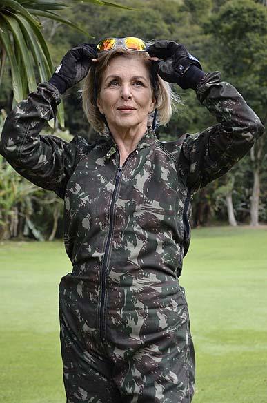 "Charlô (Irene Ravache) durante gravações de ""Guerra dos Sexos"""