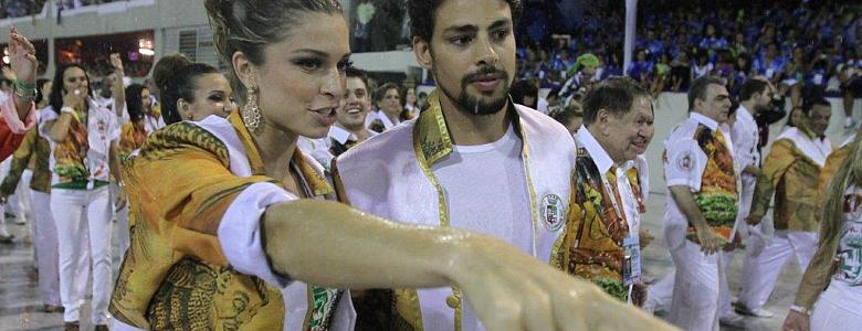 Grazi Massafera e Cauã Reymond no desfile da Grande Rio