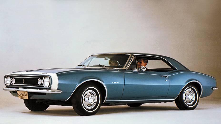 Chevrolet Camaro: o modelo 1967, motor V8, 4,9 litros e 302 cavalos é considerado o mais clássico. Pode custar 70.000 dólares.