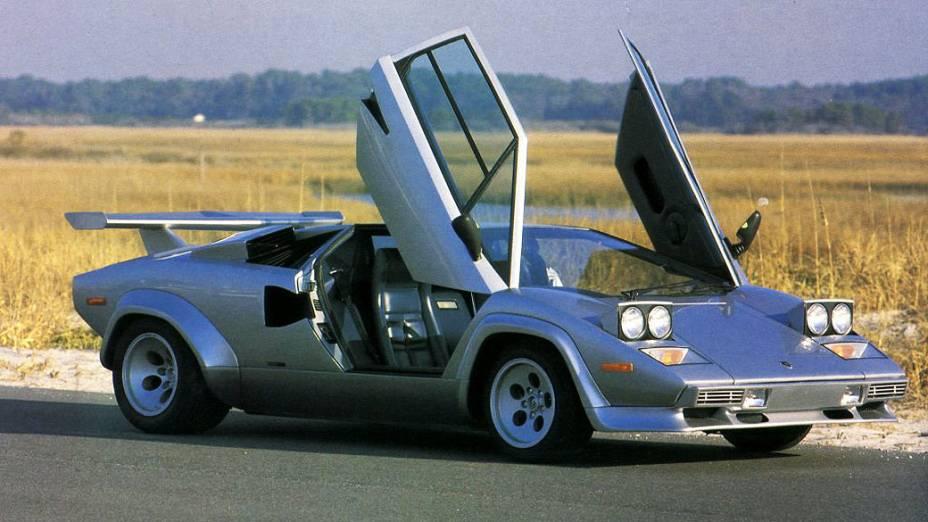 Lamborghini Countach: 2.042 unidades fabricadas entre 1974 e 1990. O modelo do primeiro ano tem motor V12, 4.8 litros e pode custar 500.000 dólares.