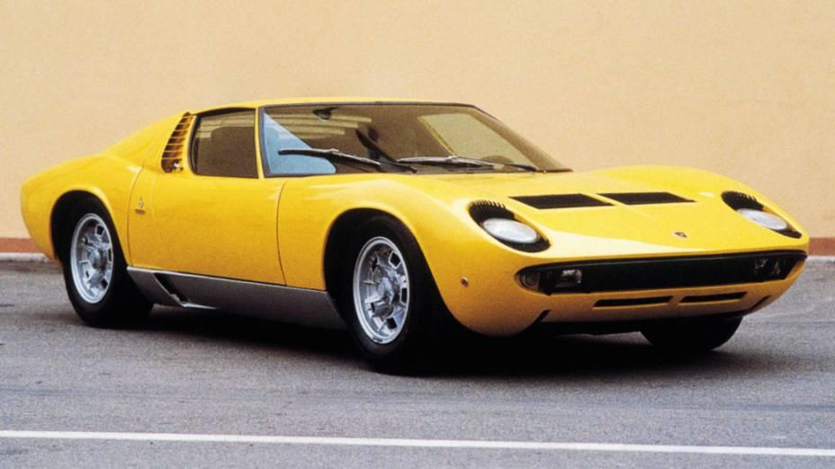 Lamborghini Miura: o maior concorrente da Ferrari nos anos 1960. Este modelo foi fabricado entre 1966 e 1972 e tinha motor V12, 4.0 litros. O modelo 1971 SV, o mais rápido deles, pode custar quase 1 milhão de dólares.