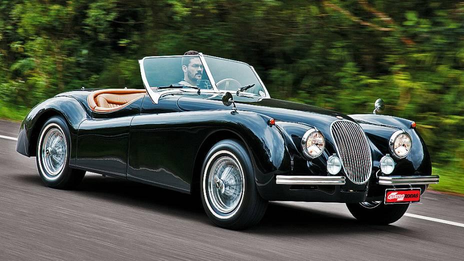Jaguar XK120: roadster fabricado entre 1948 e 1954 para competições. Motor 3.4 litros e potência de 160 cavalos. Cotado em 300.000 dólares (os primeiros 200, carroceria em alumínio)