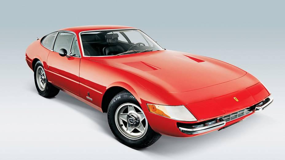 Ferrari 275 GTB/4: fabricado entre 1966 e 1968, motor 3.3 litros , V12 e máxima de 260 km/hora. Avaliada em mais de 1,3 milhão de dólares.