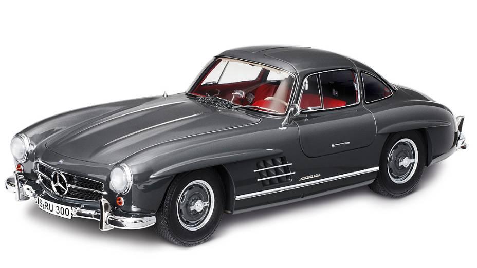Mercedes-Benz Gullwing: a clássica com abertura de portas tipo 'asa de gaivota'. Fabricada entre 1954 e 1957, foram montadas apenas 1.400 unidades na versão cupê e 1.858 na versão roadster. Custa mais de 700.000 dólares