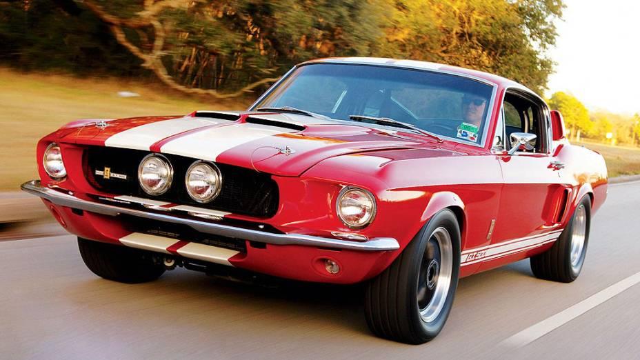Ford Shelby Mustang: o modelo GT 500 era o mais potente da sua geração. Tinha motor V8, 7.0 litros e 428 cavalos de potência. Avaliado em 140.000 dólares.