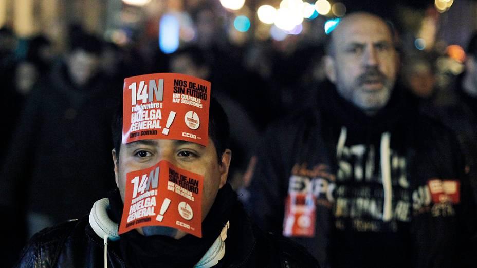 Manifestantes fazem protesto durante greve geral em Madri, na Espanha