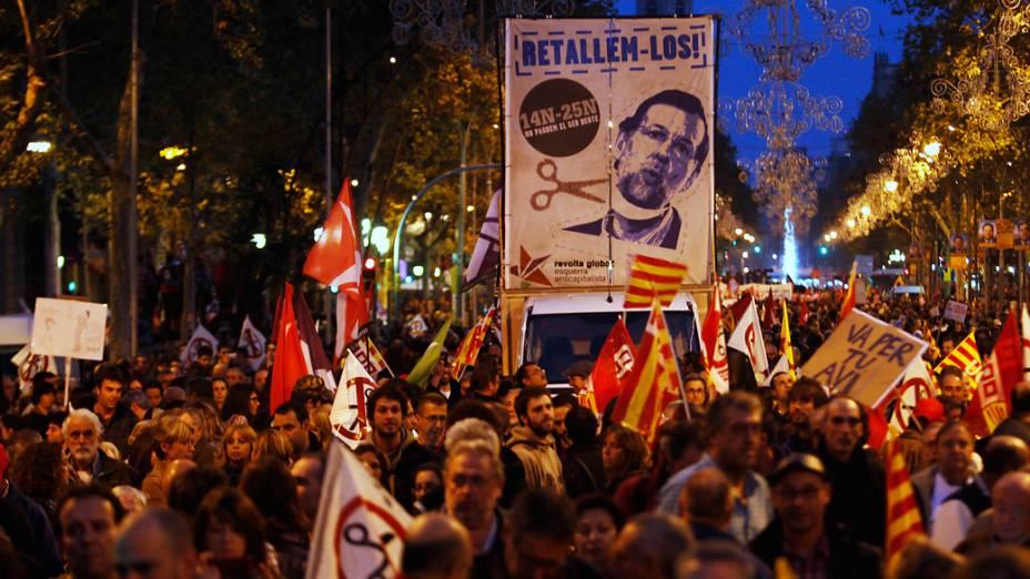 Manifestantes tomam as ruas de Barcelona para protestar contras as medidas de austeridade do governo durante a greve geral na Espanha