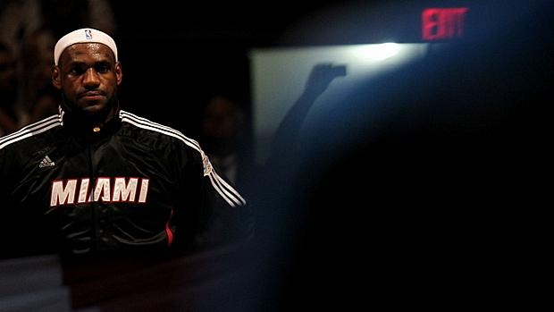LeBron James, do Miami Heat, durante a final do campeonato de 2011, contra o Dallas Mavericks, quando ele decepcionou a torcida