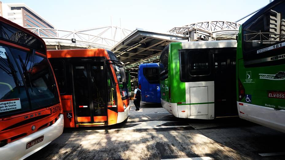 Greve de motorista e cobradores de ônibus no Terminal no Terminal de Pinheiros, na Zona Oeste de São Paulo (SP), na manhã desta terça-feira (20); paralisação acontece em vários pontos da cidade