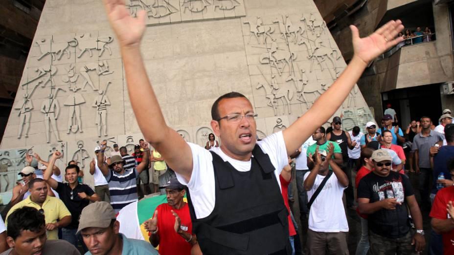 O presidente da Associação de Policiais e Bombeiros e de seus Familiares (Aspra), Marco Prisco, foi preso em Salvador, Bahia