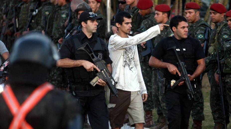 Policiais realizam a desocupação da Assembleia Legislativa em Salavador, Bahia