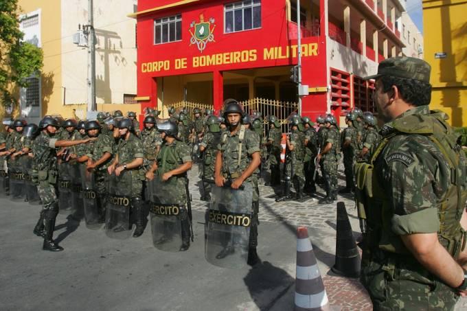 greve-pm-ceara-20120101-03-original.jpeg