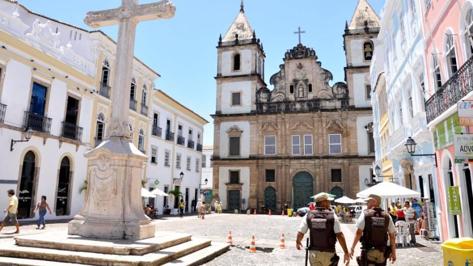 Exército faz o policiamento nas ruas do centro histórico de Salvador, na Bahia