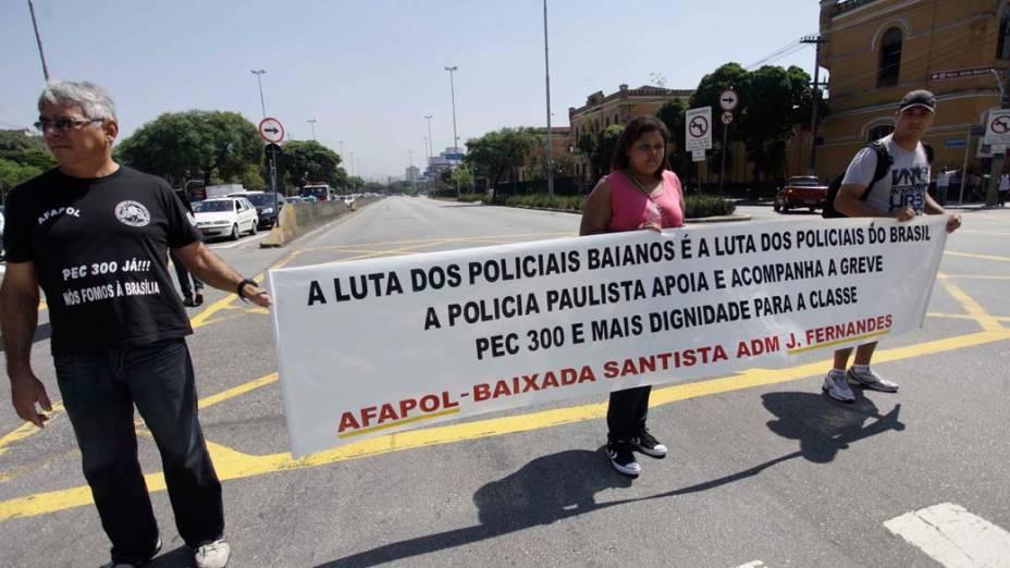 Integrantes da Associapol - Associação de Policiais Civis e Militares de SP realizam um ato em apoio aos Policiais em greve do estado da Bahia