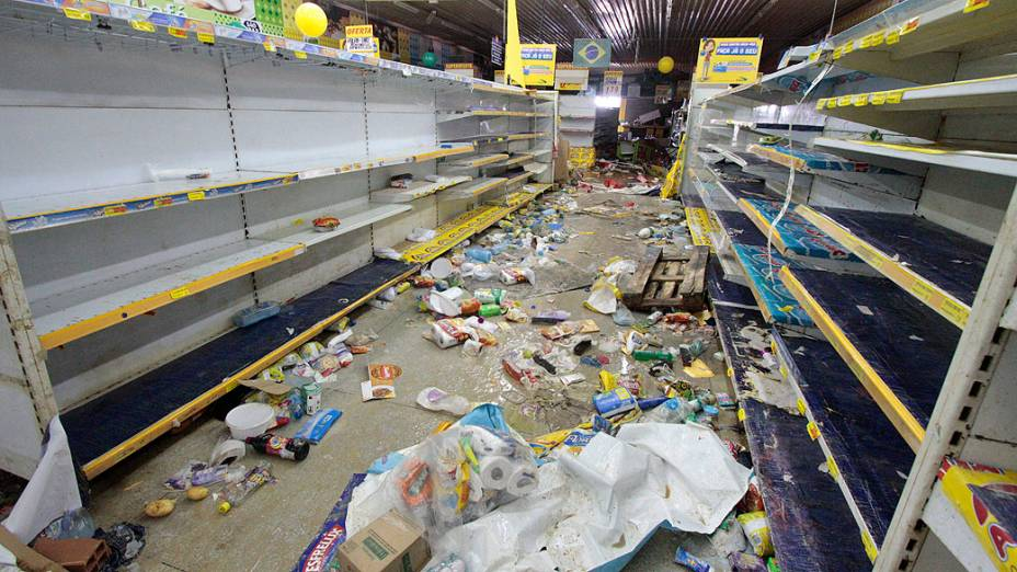 Greve da Polícia Militar, na grande Recife. Saques em lojas de Abreu e Lima, a prefeitura da cidade, temendo novos roubos no município, decretou ponto facultativo para todos os trabalhadores