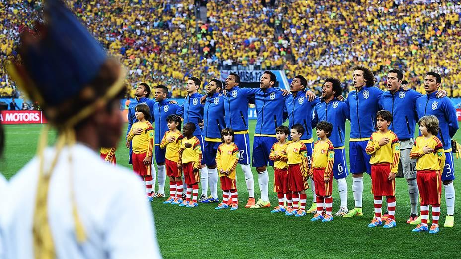 O momento da execução do Hino Nacional antes da partida contra a Croácia no Itaquerão, em São Paulo