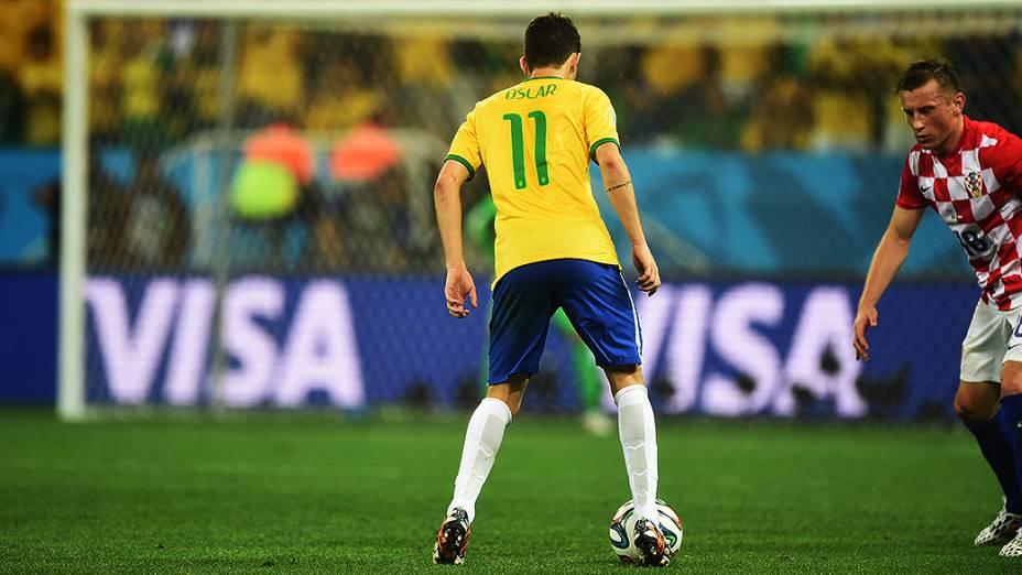 Oscar em lance do jogo contra a Croácia no Itaquerão, em São Paulo