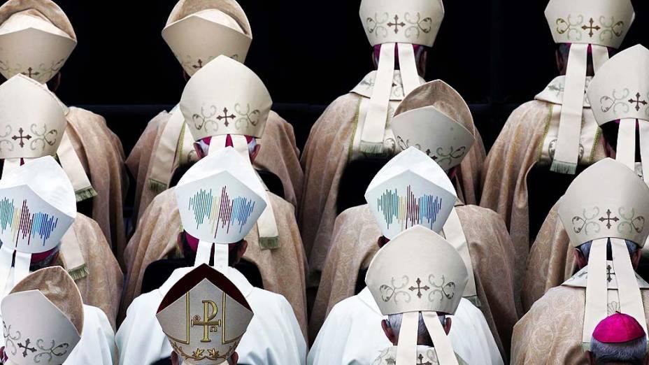 Reunião de arcebispos da Igreja católica na cidade de Aparecida em 2007, durante visita do papa Bento XVI ao Brasil