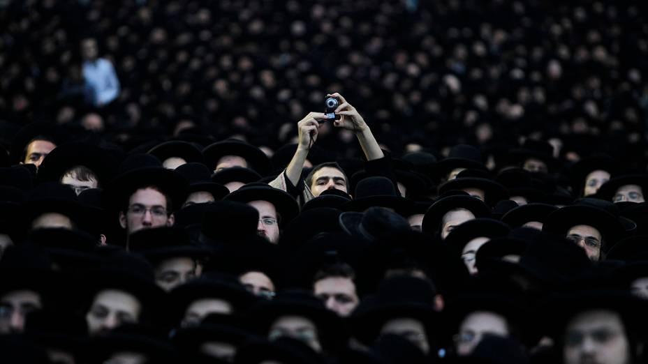 Em Jerusalém, judeus ultra-ortodoxos participam de protesto contra lei que pode obriga-los a servir o exército, em junho de 2012