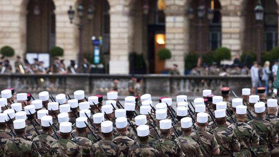 Soldados da Legião Estrangeira Francesa durante desfile na avenida Champs-Elysées, como parte das celebrações do Dia da Bastilhaem julho de 2012