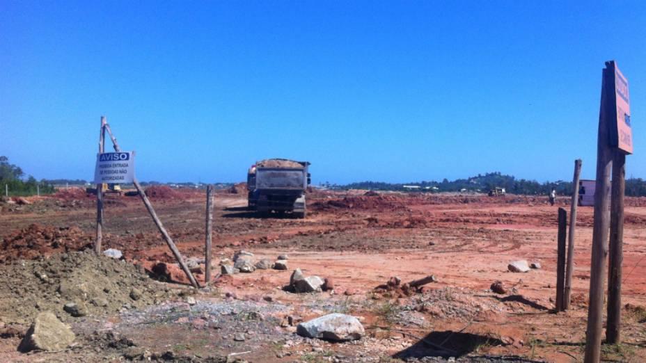 Obras de terraplanagem na fazenda Vila Mar, em Guaratiba, onde 1,5 milhão de católicos deve assistir à missa do papa