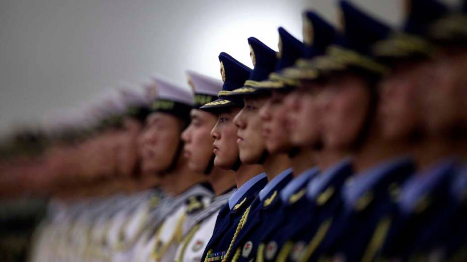 Membros da Guarda de Honra chinesa na chegada do primeiro ministro russo Vladimir Putin em Pequim, na China