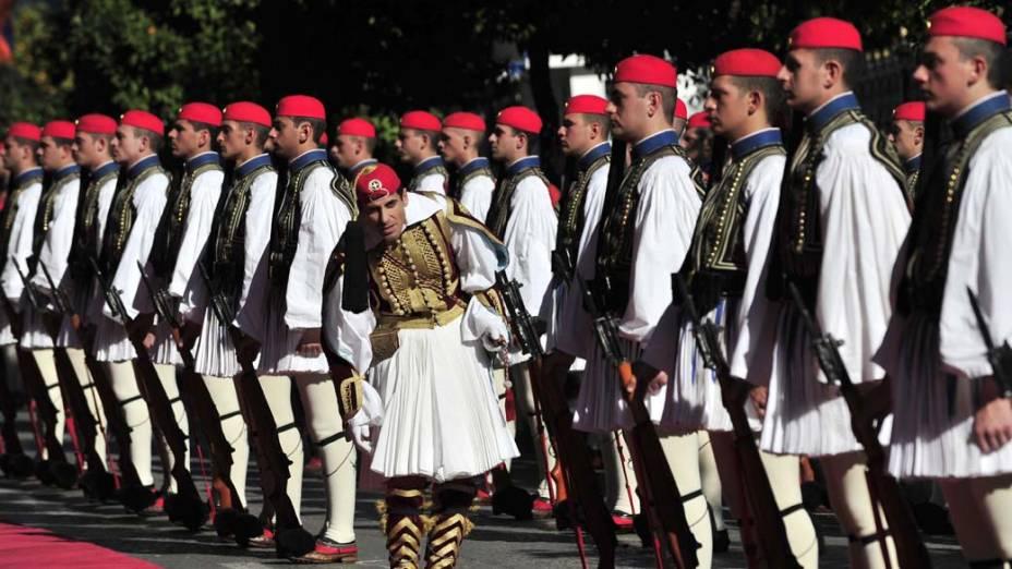 A guarda presidencial grega durante cerimônia na cidade de Atenas