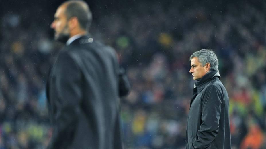 Guardiola e Mourinho nos tempos em que duelavam por Barcelona e Real Madrid