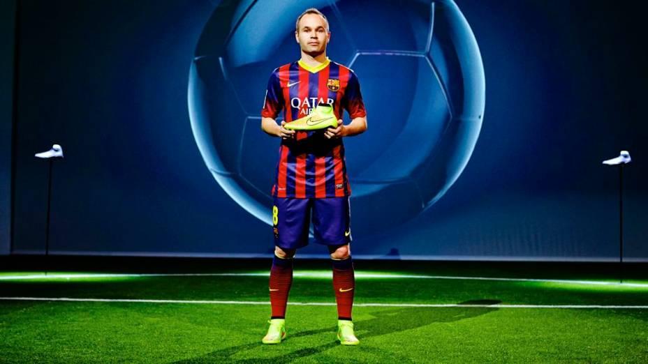 Iniesta, do Barcelona e da seleção espanhola, no lançamento da chuteira Magista, novidade da Nike para a Copa