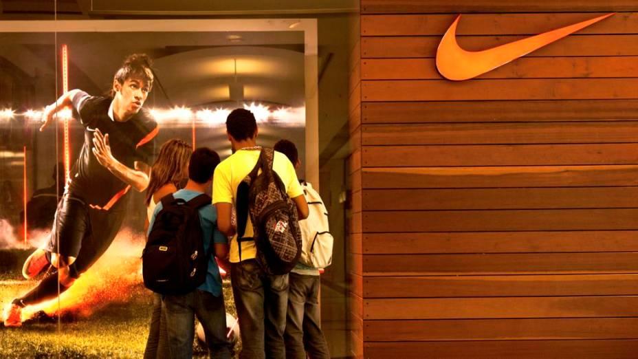 Na vitrine de uma loja da Nike no Rio, a imagem de Neymar, craque da seleção brasileira