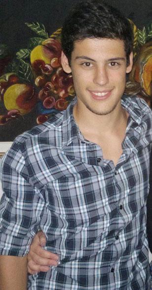 Guilherme Pontes Gonçalves: 19 anos, nascido em Cachoeira do Sul. Cursava agronomia na UFSM e estava na festa acompanhado da namorada, Stefani Posser Simeoni. Era filho único
