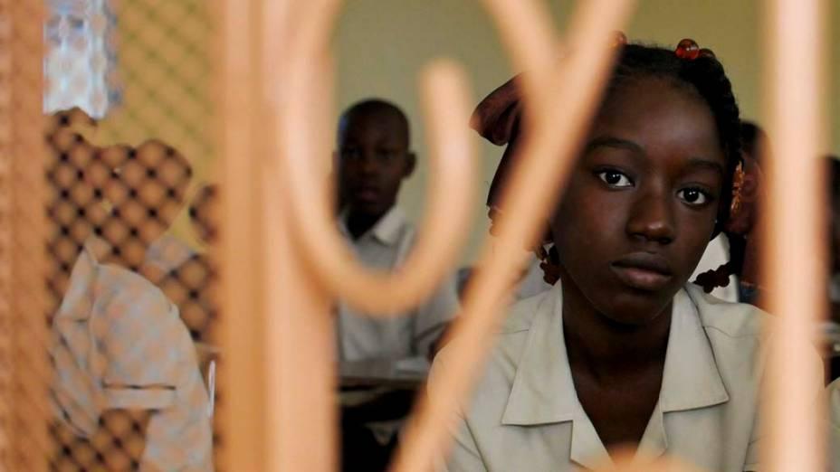 Retrato de estudante haitiana em escola de Porto Princípe, em 9 de janeiro de 2012
