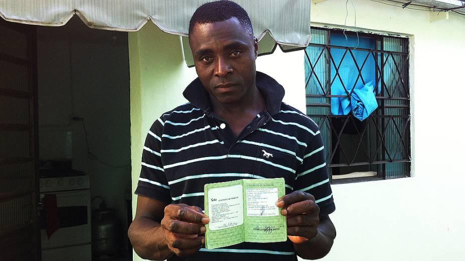 Nicolas Antoine trabalhava como distribuidor de bebidas no Haiti e hoje recebe salário de 1.100 reais na Sadia, em Chapecó (SC)