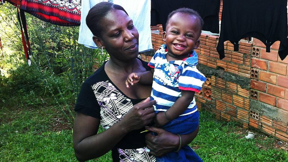 Philomise Saint-fleur, de 37 anos, teve seu filho Natan em Chapecó (SC)
