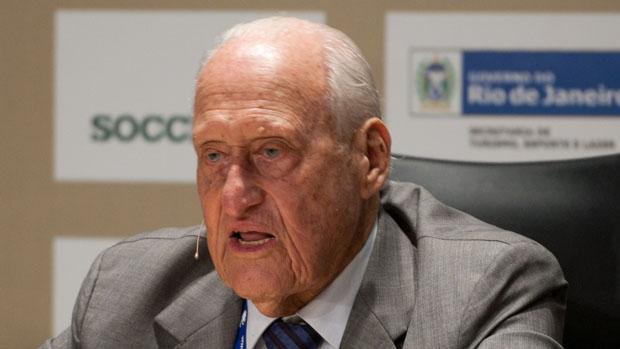 O ex-presidente da Fifa, João Havelange, renunciou ao seu cargo no COI