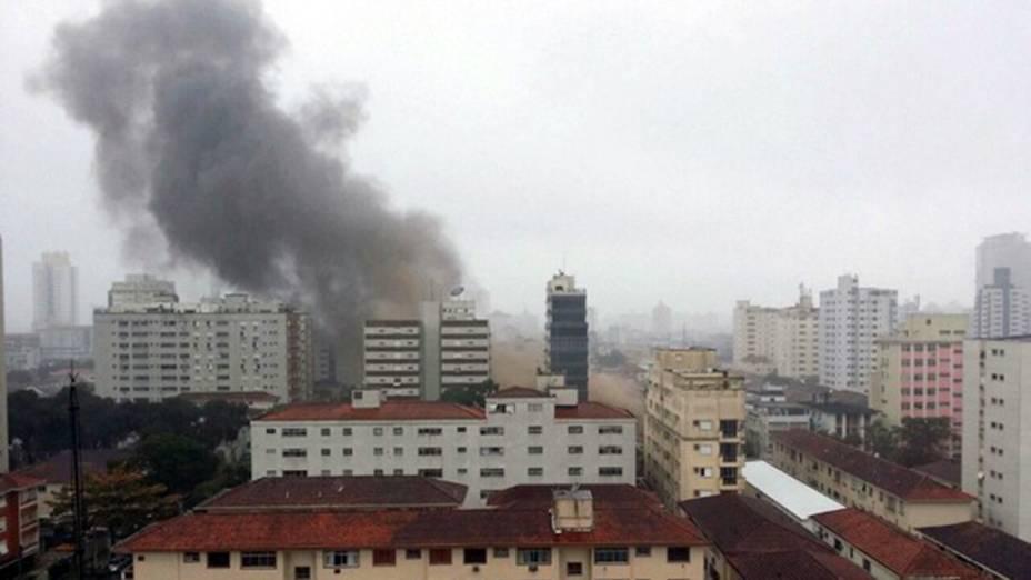 Fumaça tomou conta da região após queda de aeronave em Santos