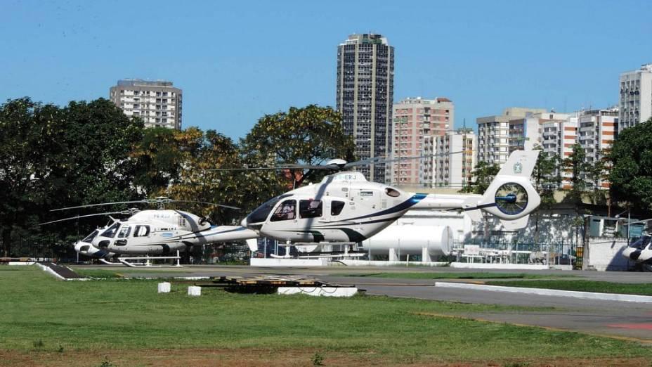 4 de julho - 11h12: Cabral embarca no EC 135, seu helicóptero reserva, avaliado em 8 milhões de reais