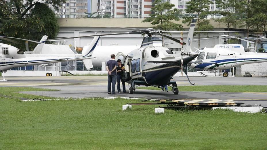 28 de junho - 11h29: A primeira-dama embarca no helicóptero
