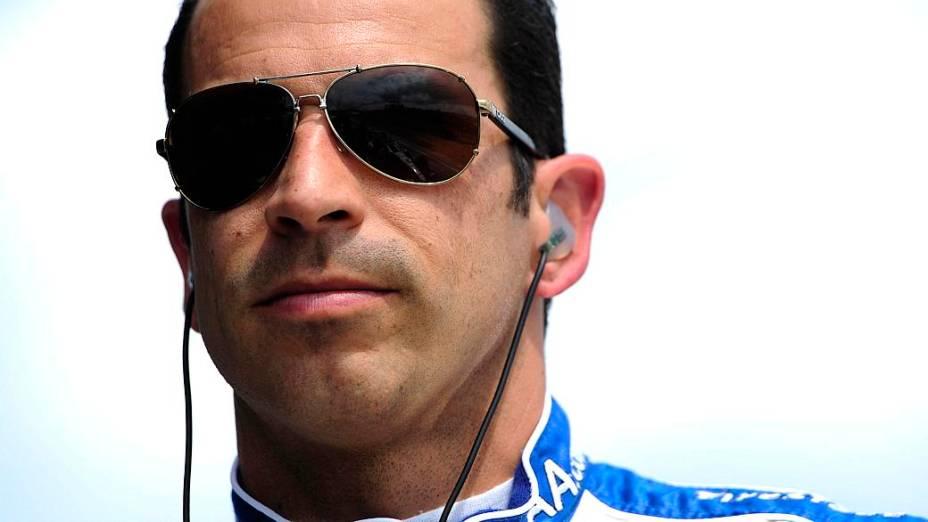 Helio Castroneves chega ao Brasil lideranndo o campeonato 2013