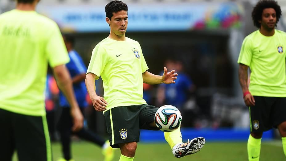 Hernanes durante treino da seleção antes do jogo contra o México no Castelão, em Fortaleza