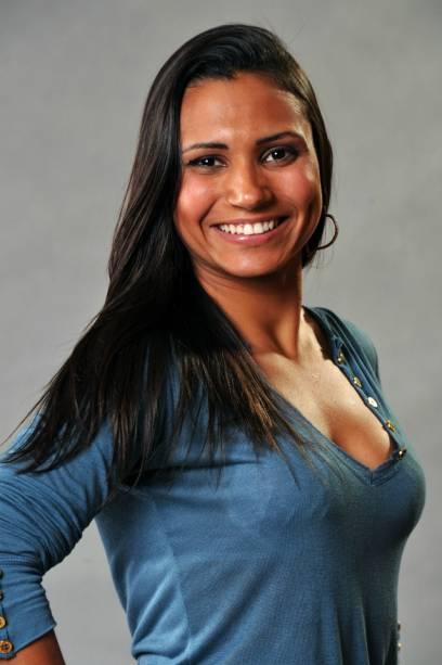 """A personal trainer carioca Adriana, 24 anos, diz que faz musculação desde os 13 anos. A preparação para o programa exigiu algo ainda mais pesado: """"Psicologicamente, estou trabalhando muito minha concentração"""""""