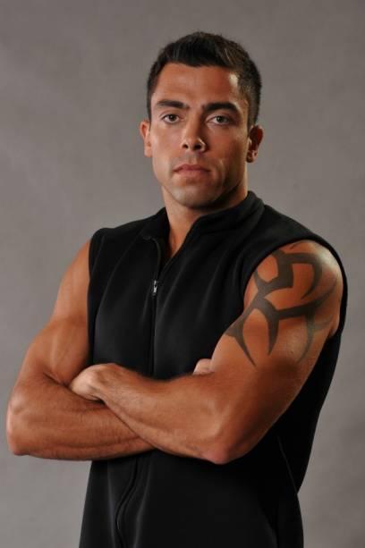 Mauro - ou Maurão - tem 31 anos, mora no Rio e faz musculação, corrida, natação e futevôlei. Sobra coragem para ser operador da bolsa de valores